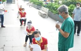 Thứ trưởng Nguyễn Trường Sơn hướng dẫn người dân tự làm xét nghiệm COVID-19 tại nhà