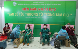 Y bác sĩ Bệnh viện Bạch Mai hiến máu cứu bệnh nhân nặng ở TP Hồ Chí Minh