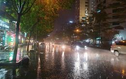 Hà Nội mưa to, cảnh báo lốc, sét, gió giật mạnh