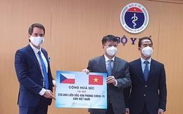 Bộ Y tế tiếp nhận hơn 250.000 liều vaccine COVID-19 do Chính phủ Cộng hòa Séc tài trợ