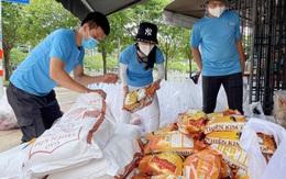 """""""Bà trùm hoa hậu"""" tặng 50 tấn gạo, 10.000 phần quà cho công nhân nghèo"""