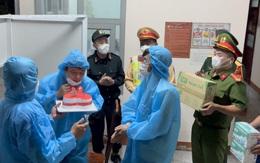 Sinh nhật xúc động tại chốt kiểm soát dịch COVID-19 của cán bộ y tế Quảng Bình