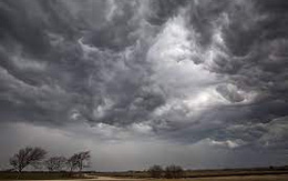 Miền Bắc mưa dông lớn từ đêm nay sau chuỗi ngày nắng nóng kỷ lục
