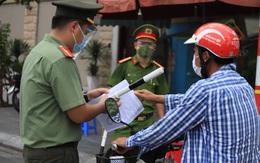 """Khoe đi vòng quanh Hà Nội nhờ """"thẻ đỏ quyền lực từ ba"""", cô gái trẻ bị phạt 12,5 triệu đồng"""