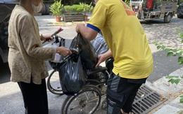 Xúc động trước những món quà hỗ trợ người dân tại xóm chạy thận ngặt nghèo nhất Hà Nội