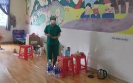 Con gái 3 tuổi đang sốt, mẹ gạt nước mắt rời nhà vào bệnh viện dã chiến tiếp nhận 700 F0