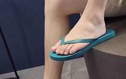 Tuyệt đối không đi dép tông vào thời điểm này bởi nó không chỉ hại chân mà còn gây nguy hiểm cho cả khuôn mặt