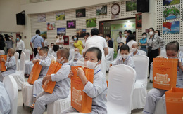 Mang trung thu yêu thương tới hàng nghìn trẻ em tại bệnh viện giữa đại dịch