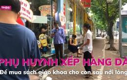 Hà Nội: Phụ huynh xếp hàng dài mua sách giáo khoa cho con sau nới lỏng