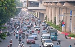 """Người dân Thủ đô bắt đầu quay lại với món đặc sản """"tắc đường"""" trong ngày đầu Hà Nội áp dụng Chỉ thị 15"""