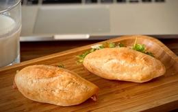 Ở đây có cách làm bánh mì chuột vỏ mỏng giòn bằng nồi chiên không dầu, ăn đến đâu mê mẩn đến đấy!