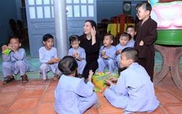 Xót lòng con nuôi Phi Nhung dàn dụa nước mắt: 'Mẹ Nhung ơi, bao giờ mẹ về, mau về với các con đi'