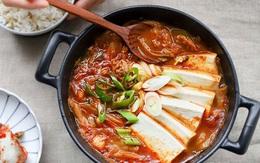 Trời se lạnh mà có bát canh cay cay, nóng hổi đủ cả rau lẫn thịt này để ăn cùng cơm thì còn gì bằng!