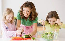 Bố mẹ thuê con làm việc nhà lúc nhỏ, khi về già có thể gặp mối nguy này