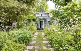 Khu vườn xanh tươi bên ngôi nhà nhỏ nhìn thôi cũng thấy yên bình