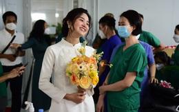 """Xúc động đám cưới """"có 1 không 2"""" của nữ điều dưỡng BV Dã chiến tại TP.HCM với chú rể Hà Nội"""