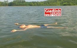 Người đàn ông tự học và luyện được cách...ngủ nhiều giờ trên mặt nước
