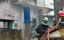 """""""Bà hỏa"""" thiêu rụi căn nhà 3 tầng trong... cơn mưa"""