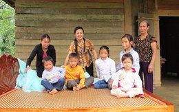 Giường, áo ấm và gạo đến với 5 em bé mồ côi lay lắt bên xóm núi