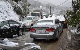 Tắc đường cục bộ ở Sa Pa vì dừng xe ngắm tuyết rơi
