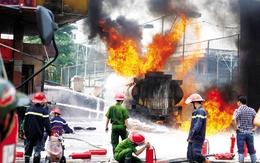 """Những quả """"bom"""" khổng lồ giữa Thủ đô: Lửa ngút trời mới giật mình"""