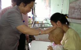 Phó chủ tịch nước Nguyễn Thị Doan thăm và tặng quà cho trẻ em tại BV Nhi TƯ, Viện Huyết học -Truyền máu TƯ