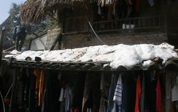 Trẻ vùng cao Lào Cai không đủ quần áo trong cái lạnh thấu xương