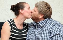 Người đàn ông cứ hôn vợ là... đau