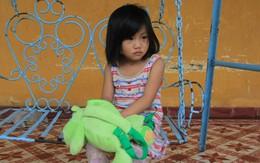 Bé gái 5 tuổi bị cha ruột bạo hành từ chối về với mẹ