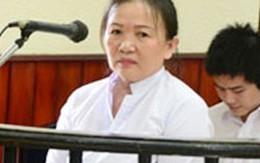 Nữ võ sư hầu toà vì trùm quần lên đầu chánh án