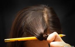 Tự làm tóc xoăn tại nhà bằng bút chì