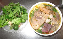 Ăn đồ Huế bình dân phố Nguyễn Phong Sắc
