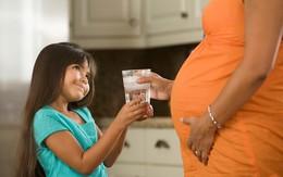 Uống nước khi mang bầu: không phải cứ nhiều là tốt!
