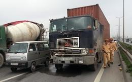 Thiếu úy cảnh sát bị kéo lê dưới gầm xe container
