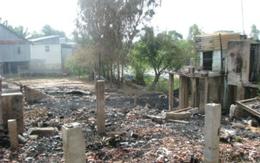 """""""Chí Phèo thôn"""" đốt quần áo vợ, cả làng suýt bị xóa sổ"""