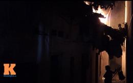 Cháy lớn, tiếc của, dân lao vào để lấy đồ
