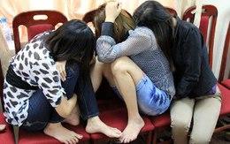 """4 cặp """"yêu nhau"""" trong nhà nghỉ nhưng... không biết tên bạn tình"""