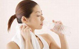 Giảm cân đơn giản bằng cách uống nước