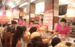 Cận rằm, người Hà Nội đổ xô đi mua bánh trung thu