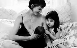 Cận cảnh khoảnh khắc đẹp kì diệu của mẹ khi cho con bú
