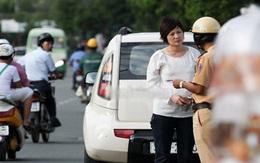 """Khoảnh khắc sao Việt bị cảnh sát giao thông """"sờ gáy""""!"""