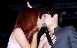 Đông Nhi - Ông Cao Thắng hôn nhau thắm thiết trên sân khấu