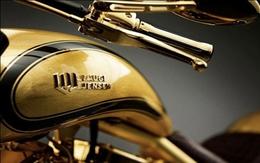 Chiêm ngưỡng xe máy mạ vàng đắt ngang du thuyền hạng sang