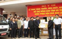 Bộ Y tế và Hội Đồng hương Hà Tĩnh tại Hà Nội trao quà cứu trợ cho đồng bào bị bão lũ