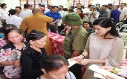Mẹ chồng Hà Tăng làm từ thiện ở miền Trung sau lũ