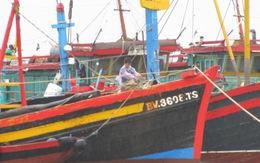 Tàu chết máy, 13 ngư dân gặp nạn trên biển