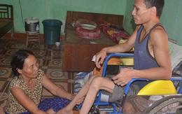 Cám cảnh người mẹ nghèo bán dưa nuôi con bại liệt