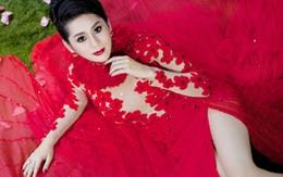 Lâm Chí Khanh diện váy cưới mỏng tang đón mừng Noel