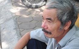 Ông già 73 tuổi lặn lội đưa cháu mồ côi đi thi