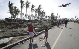 Máy bay quân sự Philippines hỗ trợ người Việt sau bão Hải Yến
